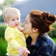 Aide à la petite enfance